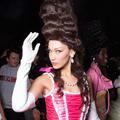 Mrs Robinson, Marie-Antoinette, androïde : les 1001 visages de Bella Hadid pendant la Fashion Week