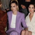 """Des front rows au Crazy Horse, la folle semaine """"fashion"""" de Cara Delevingne et Ashley Benson"""