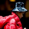 Street style : la leçon des New-Yorkaises pour protéger leurs cheveux du vent et du froid