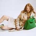 Accessoires pop et dressing cool : la folie du beige