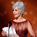 Jane Fonda éblouit aux Oscars avec sa coupe courte argentée