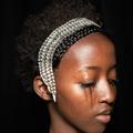 Larmes noires, carré gaufré et sourcils décolorés… le look beauté néo-gothique du défilé Gucci
