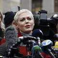 """Rose McGowan se dit """"profondément offensée"""" par la cape de Natalie Portman aux Oscars"""
