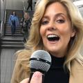 """Vidéo : la reprise de """"Shallow"""" par cette passagère du métro londonien a séduit 17 millions d'internautes"""