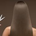 Raccourcir sa frange, gérer ses pointes... Comment couper soi-même ses cheveux (trop) longs ?