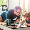 """""""C'est loin d'être des vacances"""" : dans le quotidien des parents en quarantaine avec leurs enfants"""