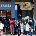 En Chine, une boutique Hermès rouvre ses portes... et bat des records de vente