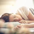 Cinq exercices de respiration à faire dans son lit pour s'endormir plus vite