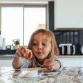 Comment initier les jeunes enfants à la cuisine en s'inspirant de la méthode Montessori ?