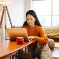 Devenir entrepreneure : la nouvelle formation à distance de The Family basée sur la sororité
