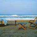 Allégé, vintage, nomade... un mobilier plein soleil pour plage de style