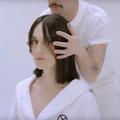 Dans un clip inattendu signé Loïc Prigent, la chanteuse Yelle fait son retour