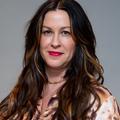 """""""Agressées, harcelées, violées"""" : Alanis Morissette dénonce le sort des femmes dans le monde de la musique"""