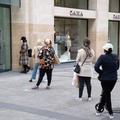 Les boutiques de mode rouvrent... et les files d'attente s'allongent