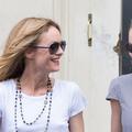Déconfinées et masquées, Vanessa Paradis et Lily-Rose Depp aperçues dans les rues de Paris