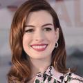 """""""Si on s'assoit, on ne travaille pas"""": Anne Hathaway révèle les règles de Christopher Nolan sur ses tournages"""