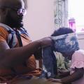 Plus qu'attendrissante, cette vidéo d'un père coiffant sa fille est inspirante