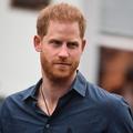 """""""Rongé par la culpabilité"""", le prince Harry regrette d'être loin des Windsor en pleine pandémie"""
