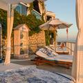 En images, visite du pop-up Dior, niché à flanc de rocher sur l'île de Capri