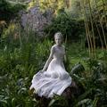 Dior projette sa collection couture au pays des merveilles