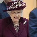 """La reine a assuré son premier engagement officiel """"physique"""" depuis le confinement"""