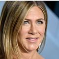 """""""Portez un fichu masque"""" : l'appel de Jennifer Aniston, Anne Hathaway et Tom Hanks aux Américains"""