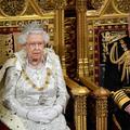 Elizabeth II prête à céder son trône? Les signes se multiplient