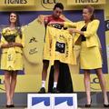 Deux hôtesses sur les podiums du Tour de France : la fin d'une tradition sexiste