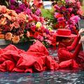 Enceinte, Coco Rocha défile dans l'eau pour Christian Siriano