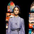 Le bandeau turban, l'accessoire bohème chic du défilé Dior printemps-été 2021