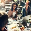 Pause déjeuner entre collègues : 5 règles pour limiter le risque de contamination
