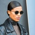 "Le look ""Matrix"" de Tina Kunakey captive au défilé Valentino"