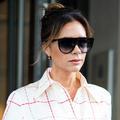 Jamais sans mon lipstick : Victoria Beckham assume le rouge à lèvres sous le masque