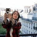 """""""Rien ne va"""", """"ridicule"""" : les clichés parisiens d'""""Emily in Paris"""" moqués en France"""