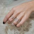 Cinq bagues aux diamants délicats à porter à fleur de peau