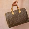 Glissez des articles de luxe vintage au pied du sapin