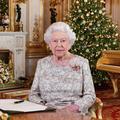"""Confinée à Windsor, Elizabeth II élargit sa """"bulle"""" pour les fêtes de Noël"""