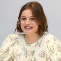 """Aisselles poilues en une d'un magazine, Emma Corrin espère qu'un jour ce sera """"normal"""""""