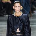 Comment Schiaparelli nous obsède avec ses bijoux surréalistes
