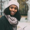 Cheveux frisés : les gestes protecteurs à adopter contre les agressions de l'hiver