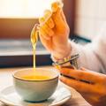 Pourquoi vous ne devez pas mettre de miel dans votre infusion ou votre thé