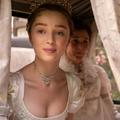 """Phoebe Dynevor, la révélation de """"La Chronique des Bridgerton"""""""