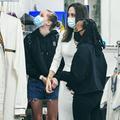 Angelina Jolie s'offre une sortie shopping avec ses filles Shiloh et Zahara (et elles ont bien grandi)