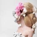 Fleurs, rubans et nœuds : voici la royale queue de cheval du défilé Giambattista Valli