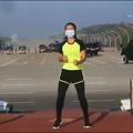 Cette scène surréaliste où une coach birmane continue son cours de gym en plein putsch militaire