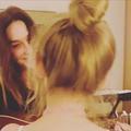 En vidéo, la voix prometteuse de Giulia Sarkozy accompagnée à la guitare par sa mère, Carla Bruni