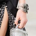 Trois façons d'oser le vernis noir sur nos ongles