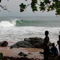 """""""Water Get No Enemy"""", un doc puissant sur les enfants soldats sauvés par le surf"""