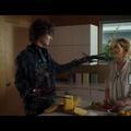 """En vidéo, Timothée Chalamet rejoue """"Edward aux mains d'argent"""" au Super Bowl"""