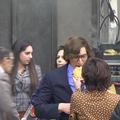 """Cette curieuse vidéo de Lady Gaga donnant un beignet à Adam Driver en coulisses de """"Gucci"""""""